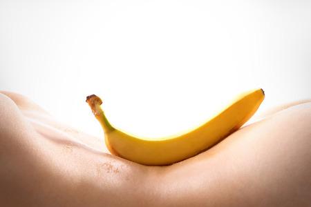 nude sex: Banana lying on the back of a nude woman  Banan lezy na plecach nagiej kobiety Fot. Robert Przybysz  FORUM