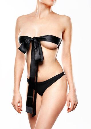 mujer sexi desnuda: Cuerpo desnudo de una mujer hermosa vestida con adiciones sensuales Cialo nagiej pieknej kobiety ubranej w zmyslowe dodatki Fot. Robert Przybysz  FORO Foto de archivo
