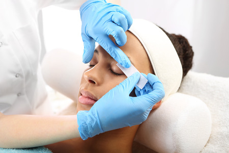 eyebrow: Hair removal, eyebrow regulation wax in the beauty salon