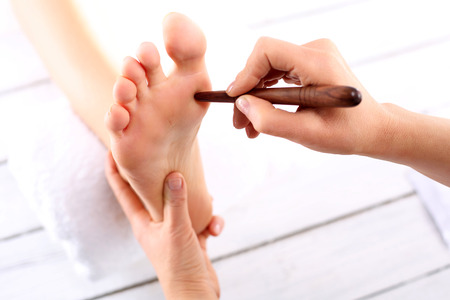 Reflexotherapy. Natural medicine, reflexology, acupressure foot massager oppresses energy flow points Stockfoto