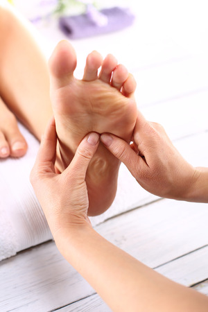 rapprochement: Masseuse massaging womans foot. Woman in a beauty salon for pedicure and foot massage.