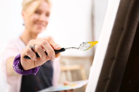 tempera: Painting a picture on canvas
