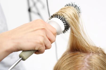secador de pelo: Modelado de cepillo de pelo. Foto de archivo