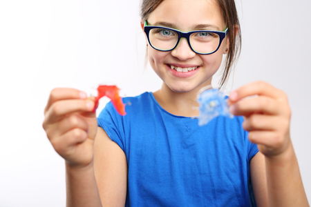 crooked teeth: Child with orthodontic appliance.