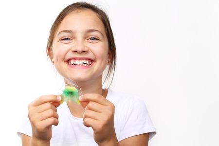 dientes: Saludable, hermosa sonrisa, el niño al dentista.