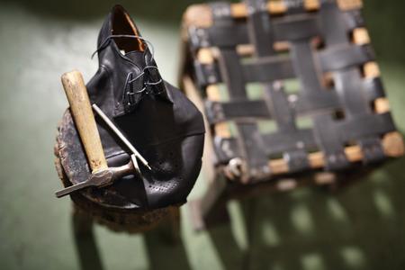 suede belt: Stool shoemaker, shoemakers accessories.