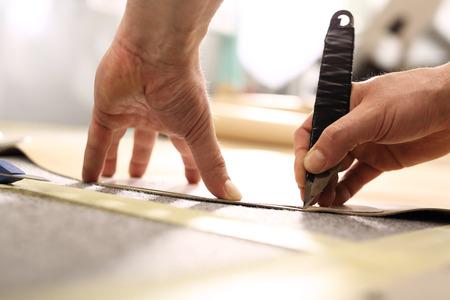 notch: Hands notch tailor fabric.