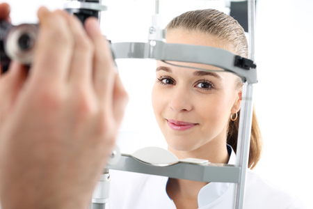 ophthalmologist: Woman in ophthalmologist.