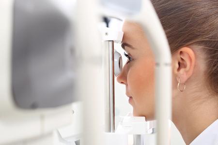 Augenuntersuchung. Standard-Bild