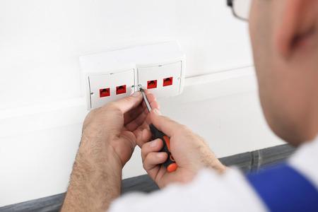 wireman: Screw the socket Internet
