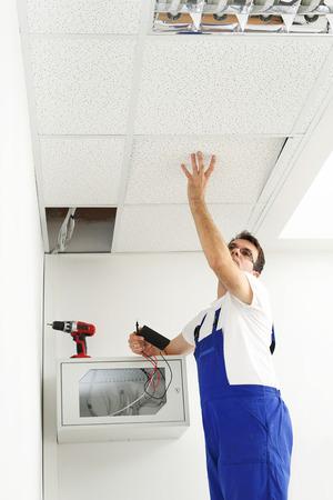 lighting technician: Installation of ceiling