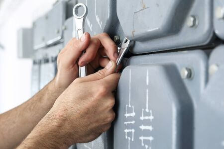 switchgear: Electrical repair, switching current.