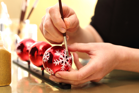 handmade: Painting of Christmas decorations, decorating of glass balls