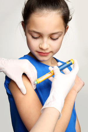 diabetes syringe: Diabetes in children, child take insulin