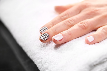 barbecues: Chanel barbecues, black and white pattern on your nails