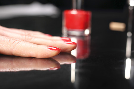 nail bar: red manicure