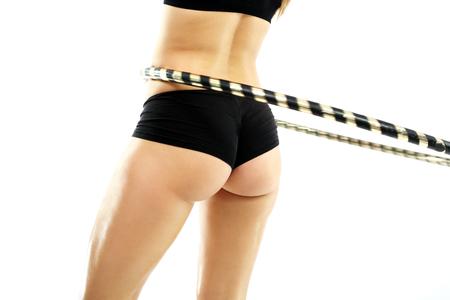 flat stomach: silueta femenina, vientre plano y delgado de la cintura, la rueda de la formación de Hula Hop Foto de archivo