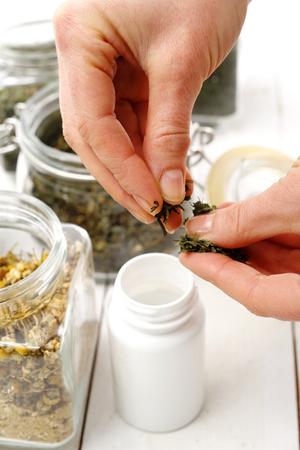 herbolaria: tabletas a base de hierbas