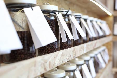 Caffetteria. chicchi di caffè Archivio Fotografico - 56746319
