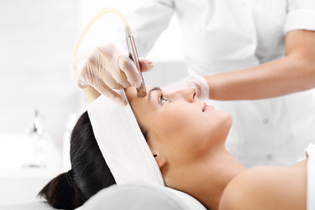 Relaxed woman during a microdermabrasion treatment in beauty salon Archivio Fotografico