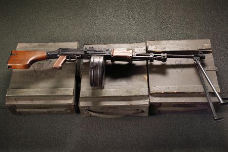 machine gun: Light machine gun