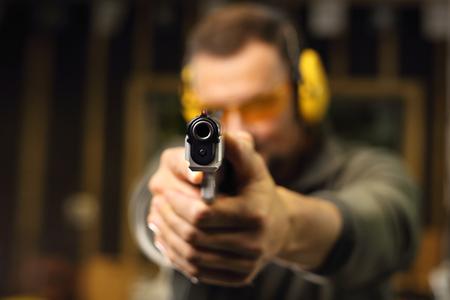 tiro al blanco: Disparar con un arma de tiro