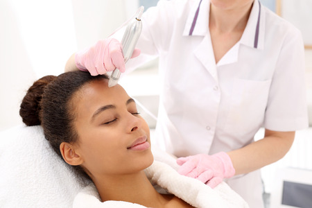 micro: Micro needle mesotherapy treatment Stock Photo