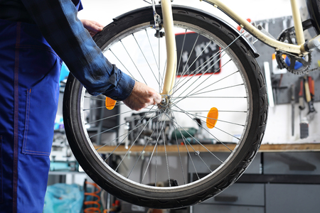 centering: Wheel manufacturing The service provider repairs the bike in the bike service.