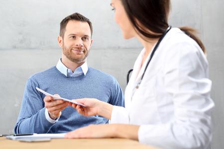 Medical prescription. Visit the doctor. The doctor writes a prescription. Imagens