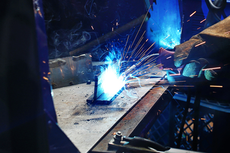 Welder. The man is welding in the workshop. Stockfoto