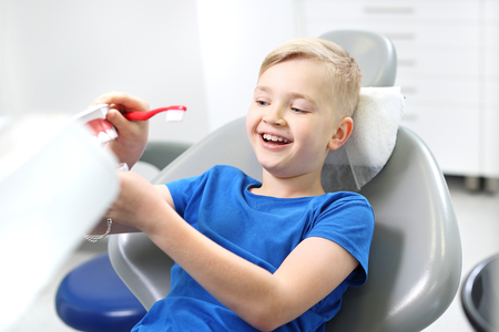 Teeth sealing, child at the dentist Stockfoto