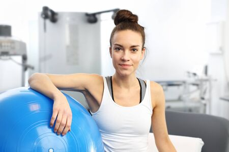 Beauty fitness trainer with a blue gym ball after training. Stockfoto