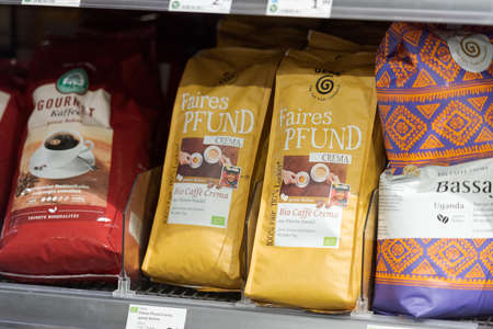 Regensburg, Germany - 2021 02 05: Shelf with packs of fair trade coffee beans of different brands brands on display in german organic super market 新聞圖片