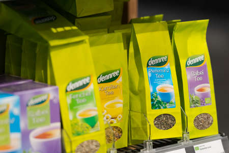Regensburg, Germany - 2021 02 05: Shelf with packs of fair trade tea of brand dennree on display in german organic super market 新聞圖片