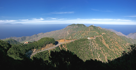 vallehermoso: La Gomera - Panoramic view over the Montana Blanca above Vallehermoso. On the left the restaurant Chorros de Epina, in the background the neighboring island of La Palma.