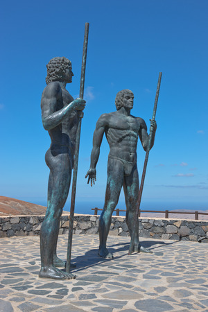 guise: Fuerteventura - Bronze statues of two kings Ayose and Guise at the pass of Betancuria Editorial