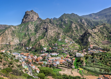 vallehermoso: La Gomera - Center of Vallehermoso with Roque El Cano in the green north of the island.