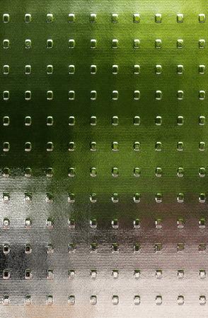 Gecanneleerd getextureerde glas met doorschijnende kleur velden in groen, grijs, zilver, bruin.