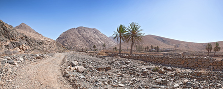 mal: Fuerteventura - Landscape on the trail in the Barranco de Mal Paso from Ajui to Vega de Rio Palmas, just before reaching the rocky gorge near Buen Paso. Stock Photo