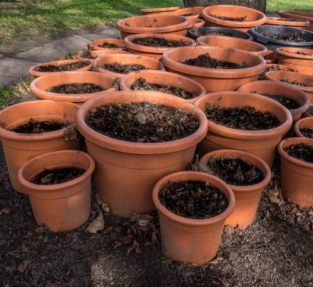 flowerpots: Many red, still unplanted flowerpots made of plastic