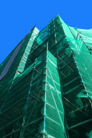safety net: Scaffolding with green safety net
