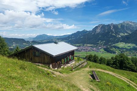 Berghut met uitzicht op Oberstdorf
