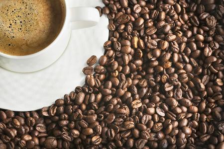 コーヒーと豆。豆の焙煎。ゴールデン コーヒー。