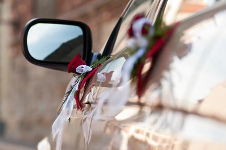 distal: Ramos en las puertas de lado de coches. Centrarse en bouquet distal  Foto de archivo