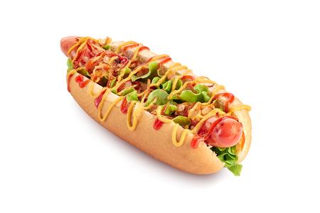 Hot dog con lechuga y cebolla frita en blanco