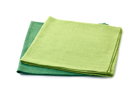 Dos servilletas textiles dobladas verdes sobre blanco Foto de archivo