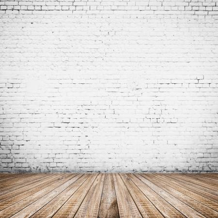 흰색 벽돌 벽과 나무 바닥 룸 인테리어 빈티지 스톡 콘텐츠