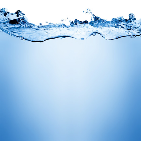 テキスト用のスペースと白い背景の上の水と空気の泡