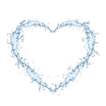 agua splash: Forma que forman el coraz�n del agua sobre fondo blanco Foto de archivo