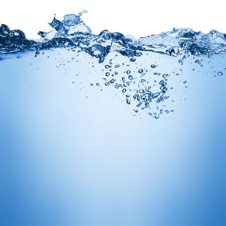 el agua: Agua y burbujas de aire sobre fondo blanco con espacio para el texto